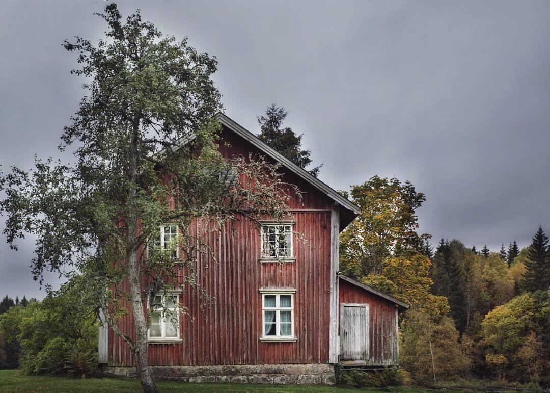 Одинокие заброшенные дома от Britt Marie Bye