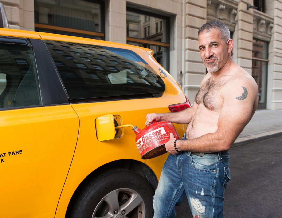 Веселый календарь с таксистами Нью-Йорка на 2018 год