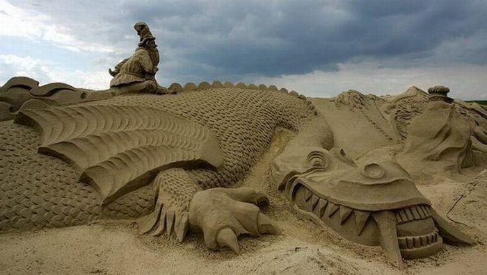 Самые необычные скульптуры из песка