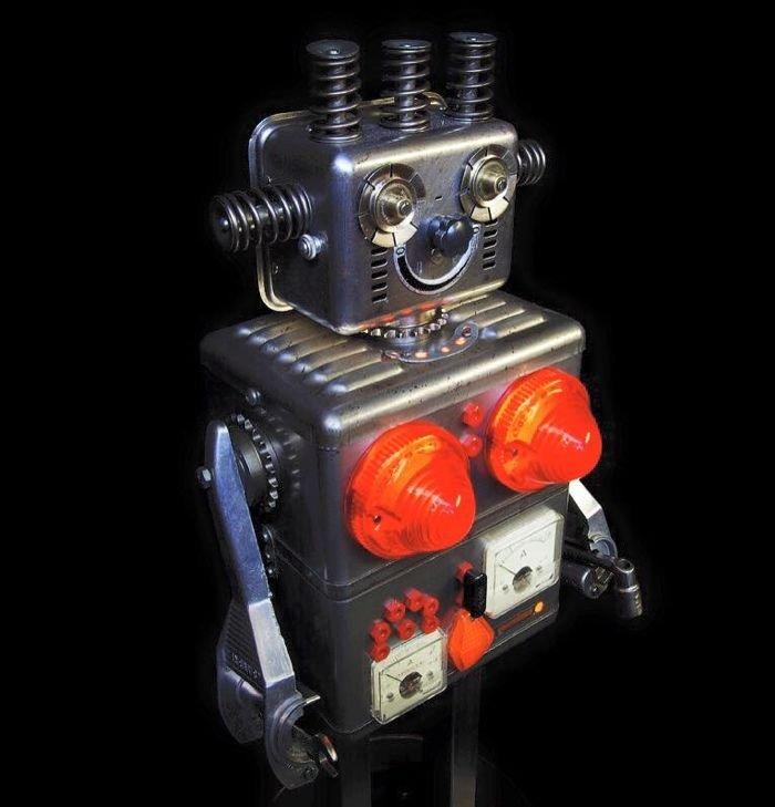 Скульптуры роботов из старых металлических деталей