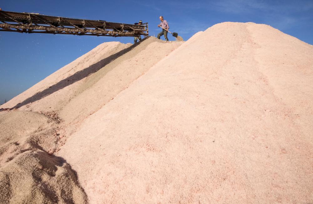 Добыча розовой соли в Крыму