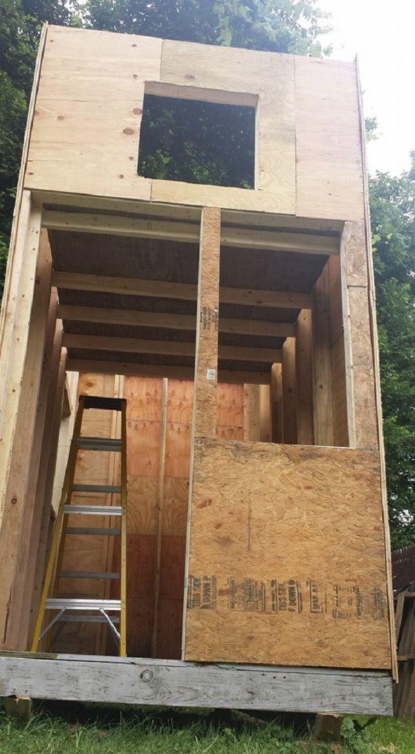 13-летний парень построил себе мини-дом