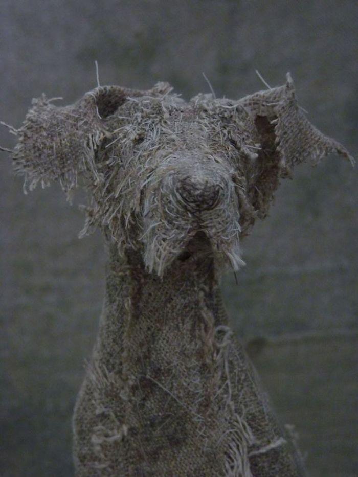 Грустные собаки из старых тряпок от Хелен Томпсон
