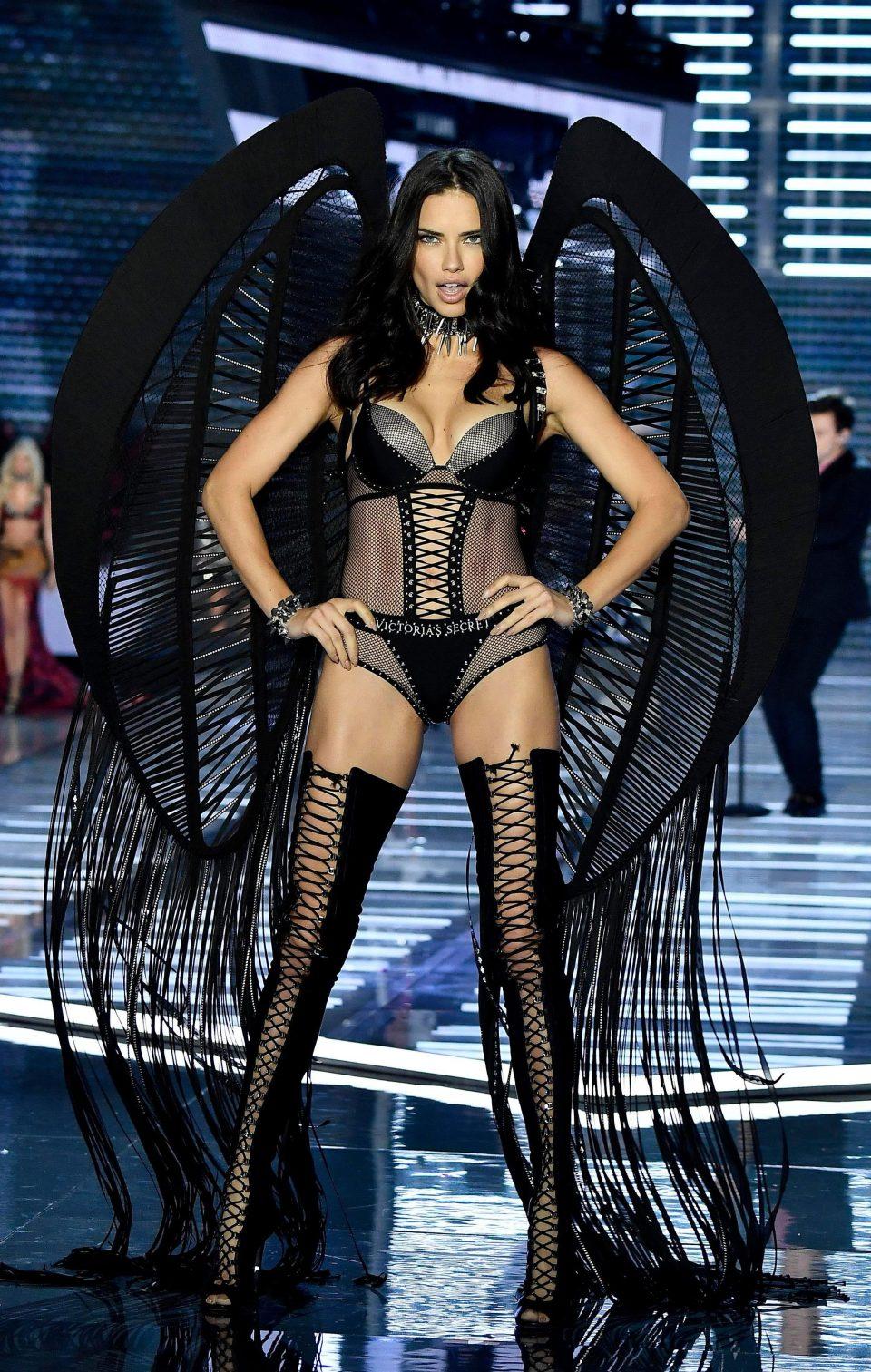 Шоу Victoria's Secret Fashion Show в Шанхае