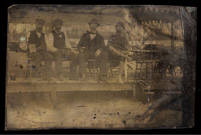 Исторические фотографии на металлических пластинах