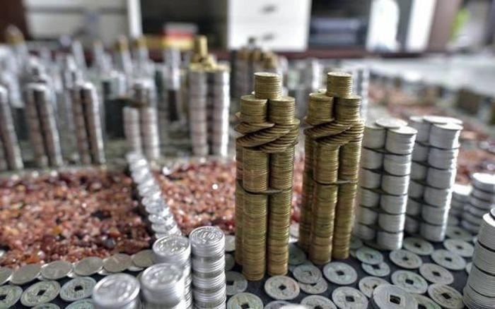 Фигуры и арт-инсталляции из монет