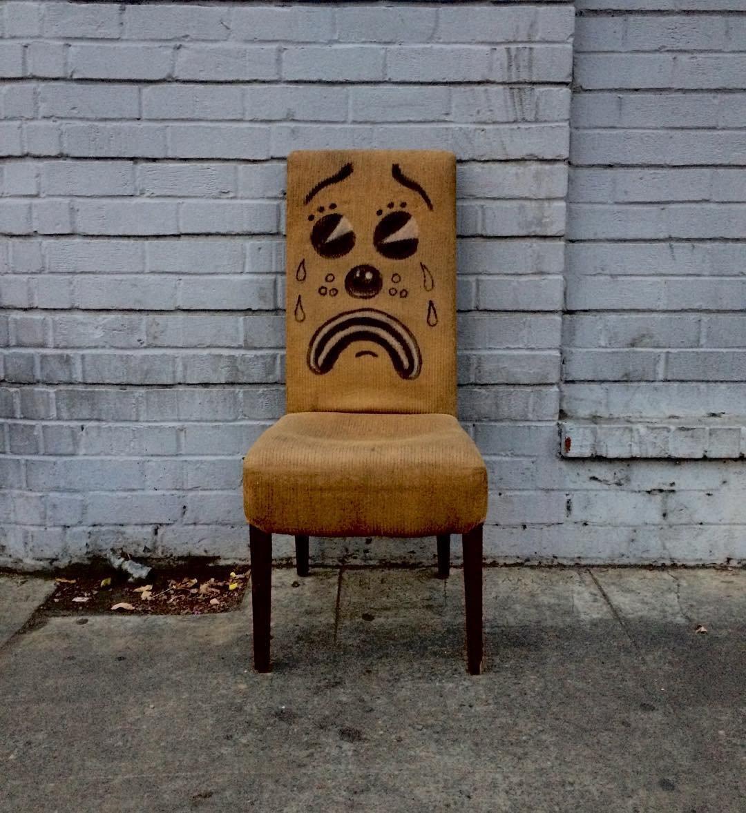 Мебель грустит, когда её выбрасывают