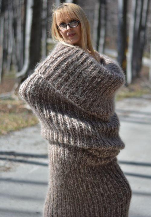 Зимний свитер-носок во весь рост