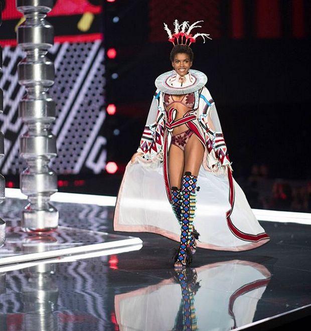 15 новых моделей Victoria's Secret на подиуме и в реальной жизни