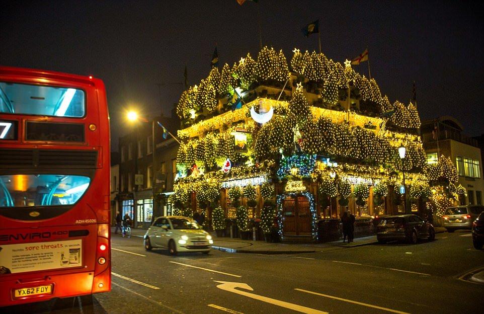 Самый праздничный бар в Великобритании