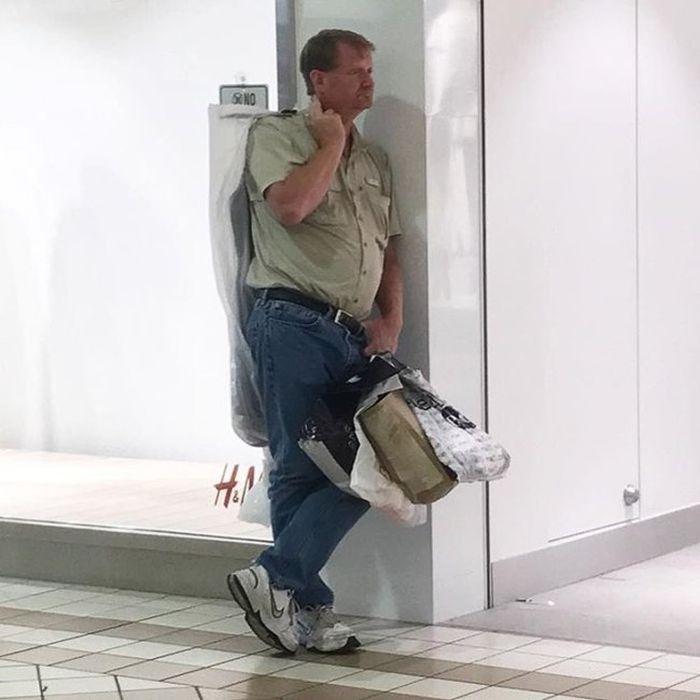 Мужчины попали на шопинг