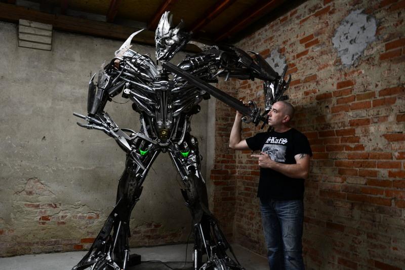 Оригинальные скульптуры из металлолома от Себастьяна Кухарского