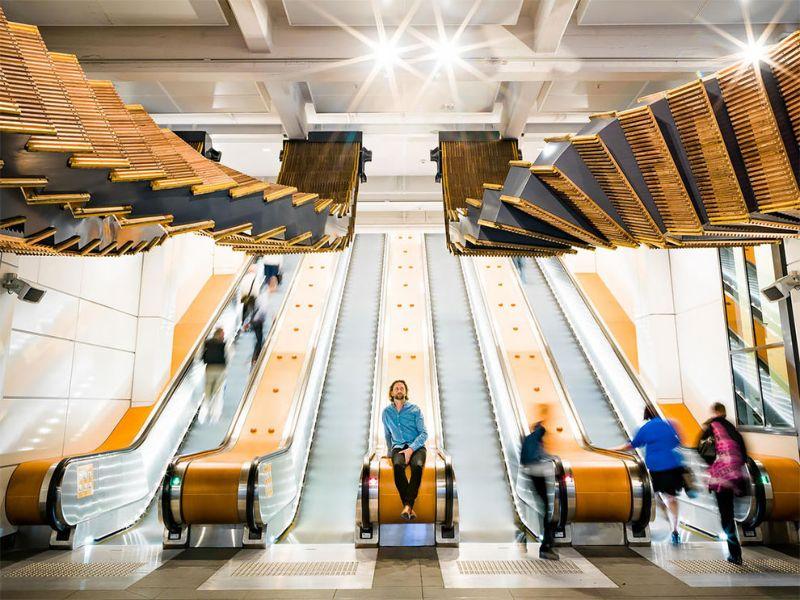 В сиднейском метро старый деревянный эскалатор превратили в инсталляцию