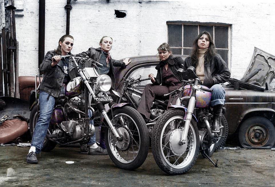 Девушки из всемирноизвестной банды байкеров Ангелы Ада