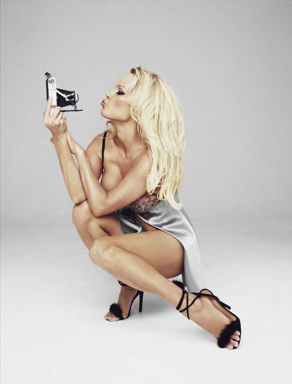 Памела Андерсон в рекламной фотосессии для своего бренда нижнего белья