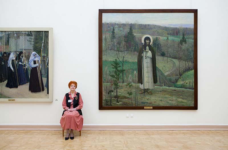 Смотрительницы российских музеев в фотосерии от американского фотографа