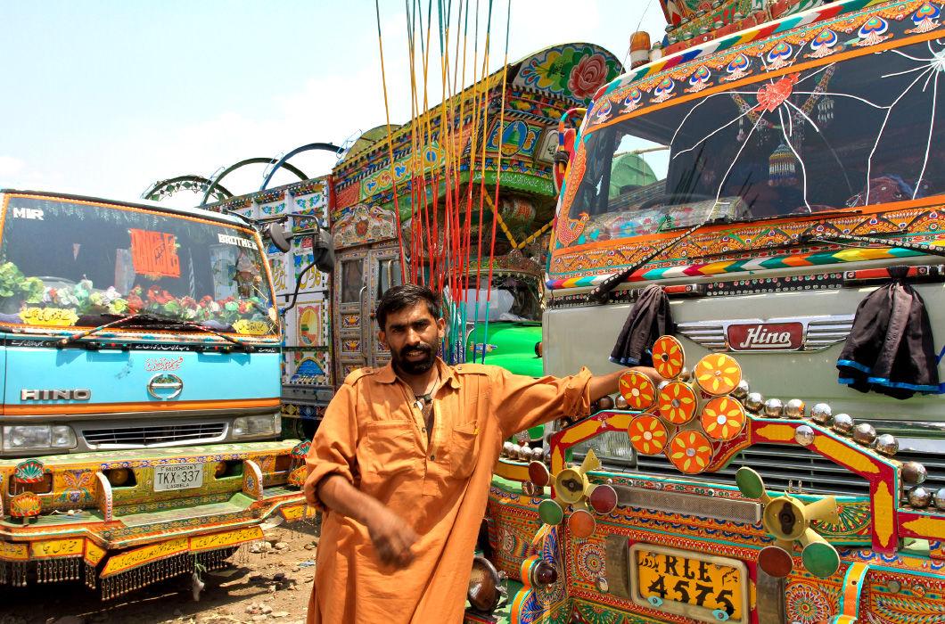 Разукрашенные грузовики в Пакистане