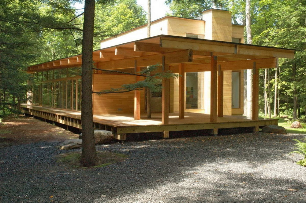 Современный деревянный дом в канадском лесу