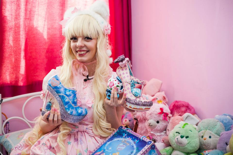 Продавщица потратила 27 тысяч долларов, чтобы стать похожей на куклу