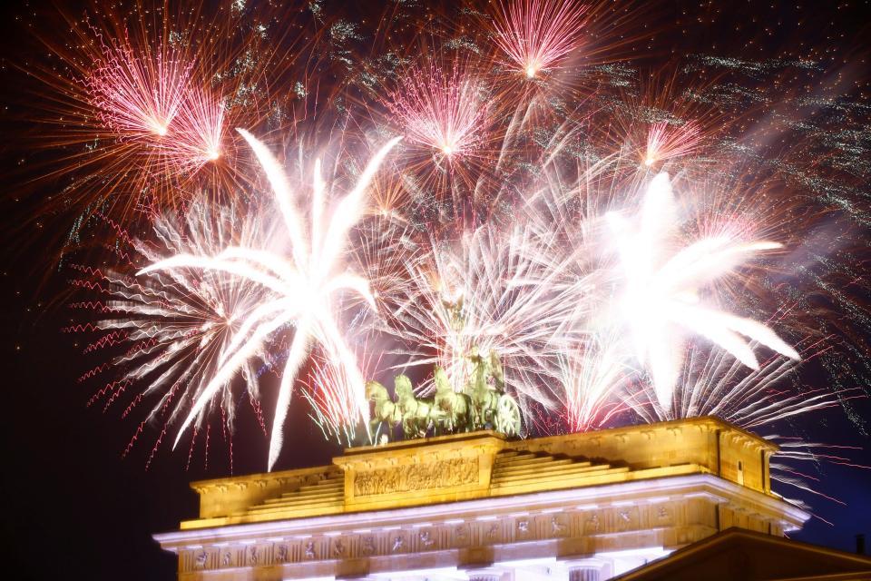 Новогодние фейерверки из разных уголков планеты