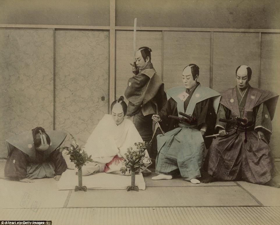 Как самураи в Японии делали харакири