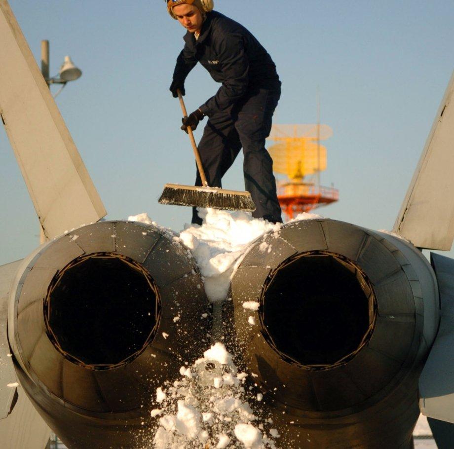 Военные самолеты зимой