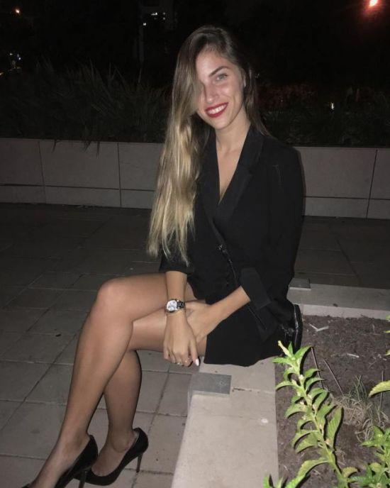 Красивые девушки с красной помадой