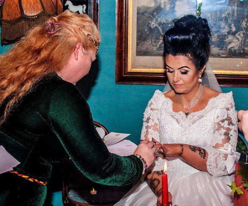 Британка стала женой 300-летнего призрака пирата