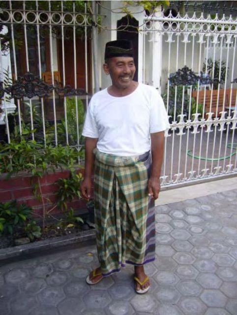 Как местные жители добывают нефть на острове Суматра