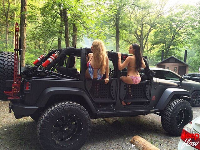 Красивые девушки и джипы