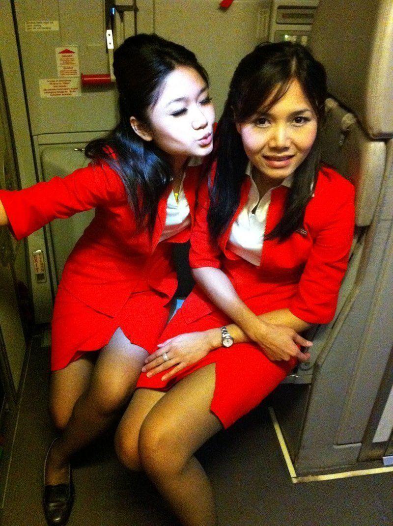 Пассажирка пожаловалась правительству Малайзии на стюардесс в вызывающей форме