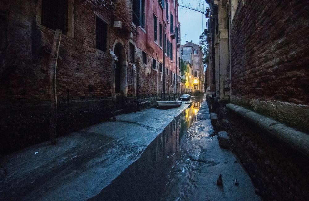 Гондолы на мели в Венеции