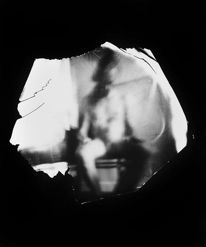 Художница поместила камеру во влагалище и фотографировала своих любовников