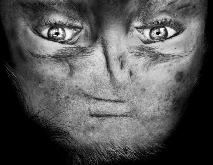 Перевернутые лица, которое напоминают инопланетян