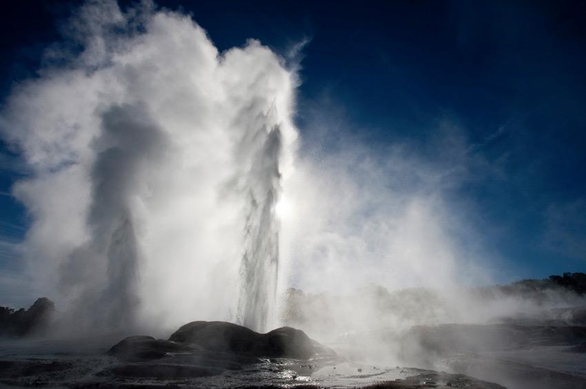 Гейзеры: мощь и сила Земли