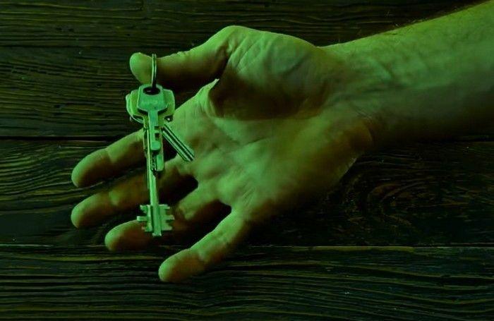 Для чего делают второе отверстие в ключе