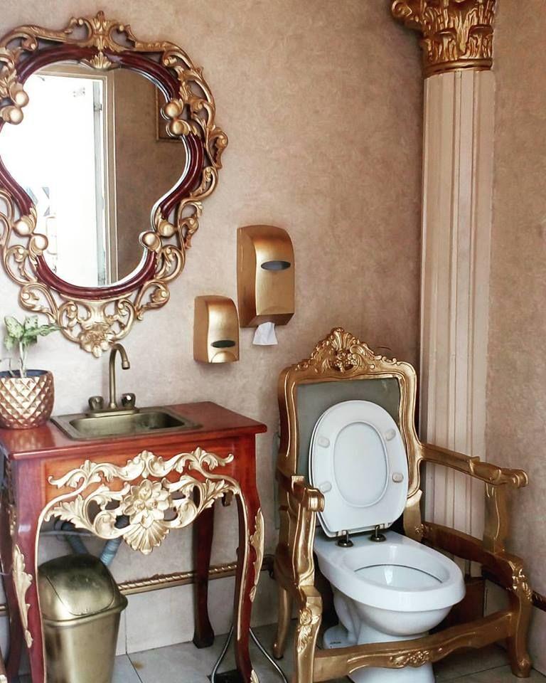 Туалет на заправке, в котором почувствуешь себя королем