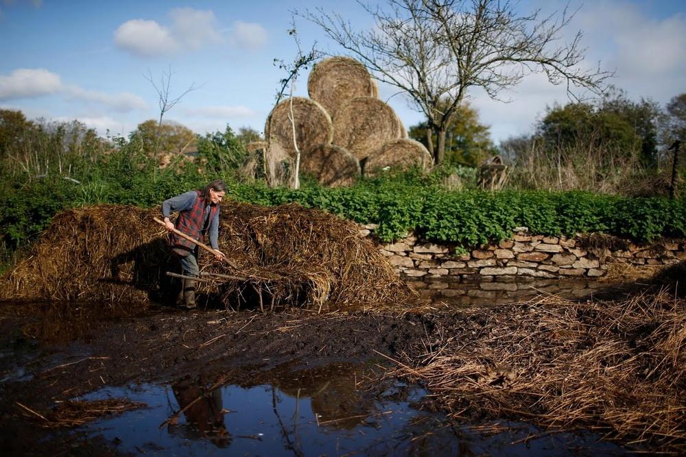 Французский фермер работает без сельхозтехники