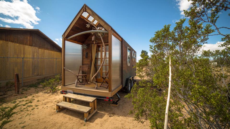 Самодельный домик на колесах от заядлых путешественников