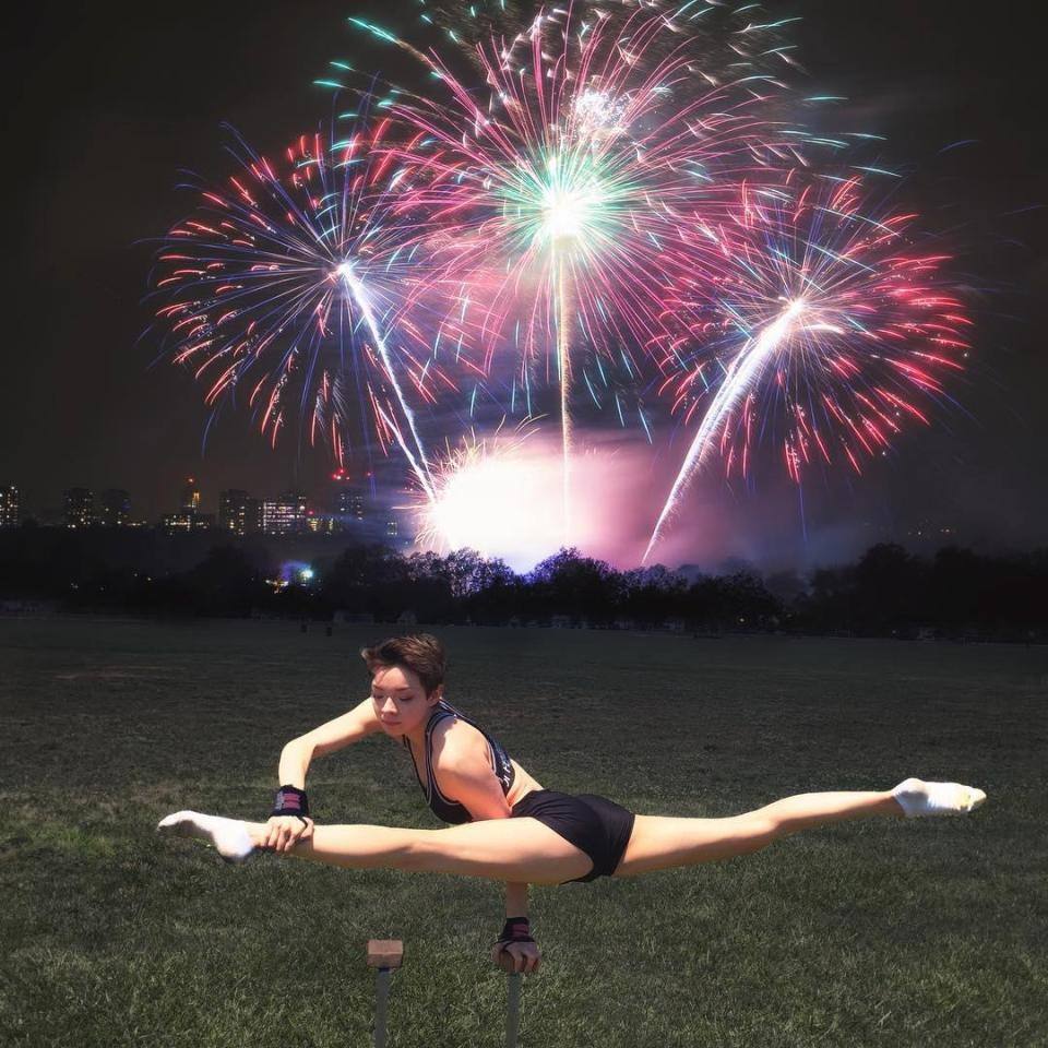 19-летняя американка поражает гибкостью тела