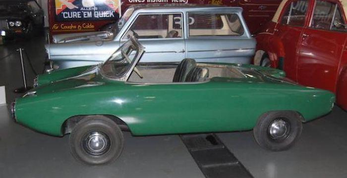 Автомобили с очень странным внешним видом