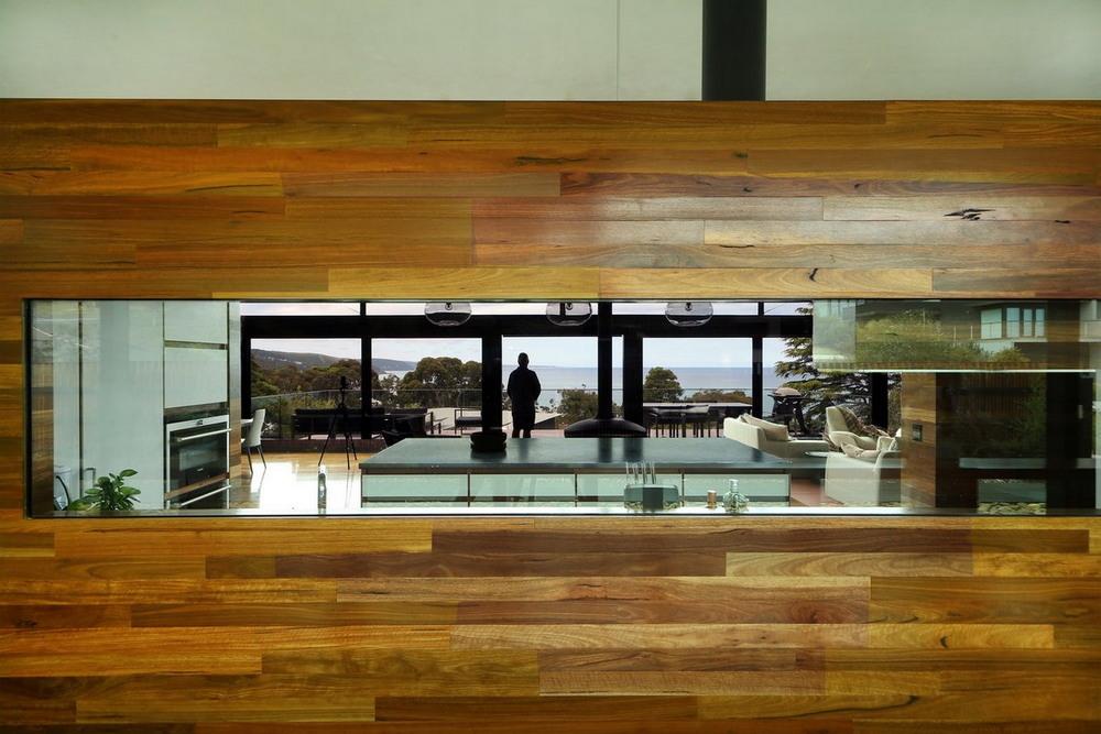 Реконструкция кирпичного дома на берегу океана