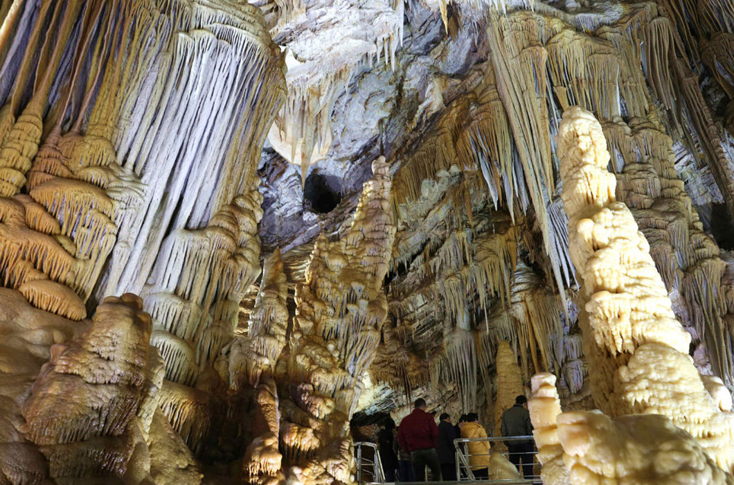 Рукотворные и природные пещеры и подземелья со всего мира