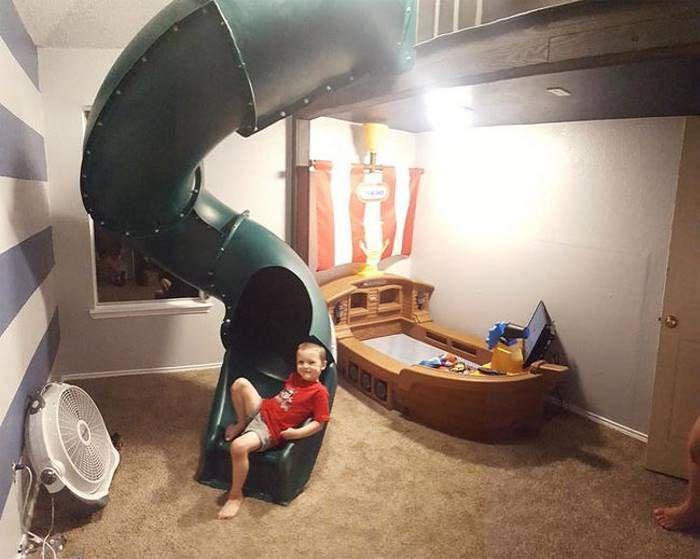 Добрый отец сделал сыну потрясный ремонт в комнате