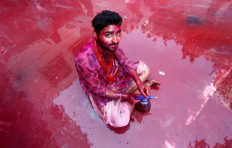 Праздник Латмар Холи в Индии