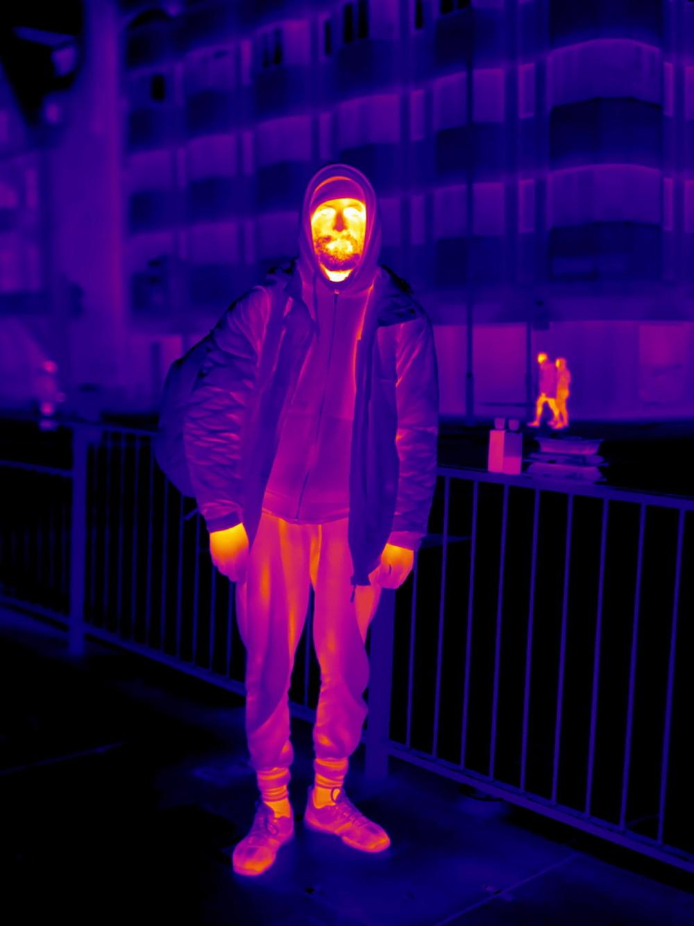 Бездомные на зимних лондонских улицах через тепловизор