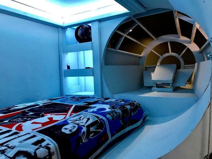 Кровать в виде космического корабля