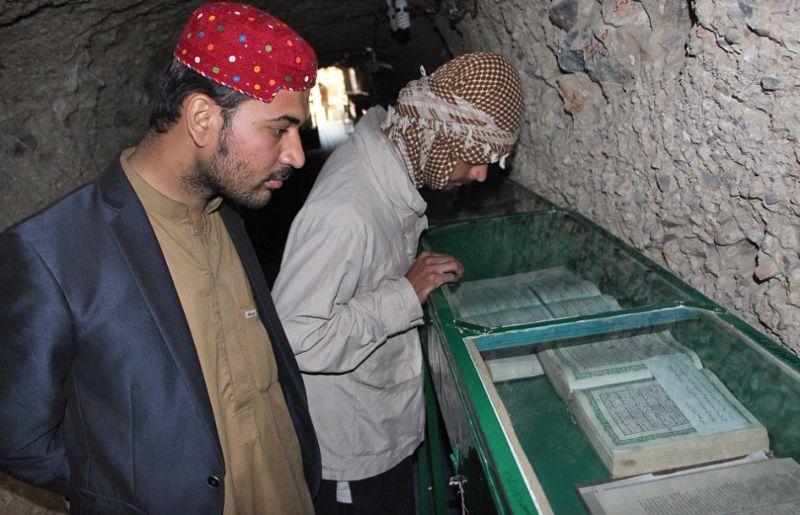Мусульмане не выбрасывают Кораны, а складывают их в специальных склепах