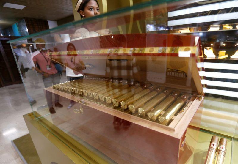 На фабрике по производству кубинских сигар