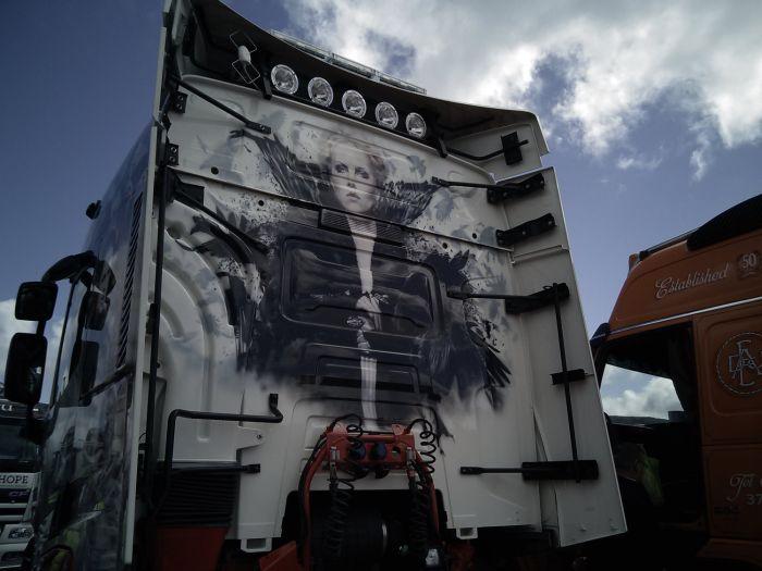 Потрясающая аэрография на грузовых тягачах